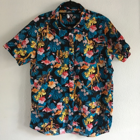 5a1599d5 RARE Jurassic Park Hawaiian Button up. M_5b9f04c2aa877096ee28edc4